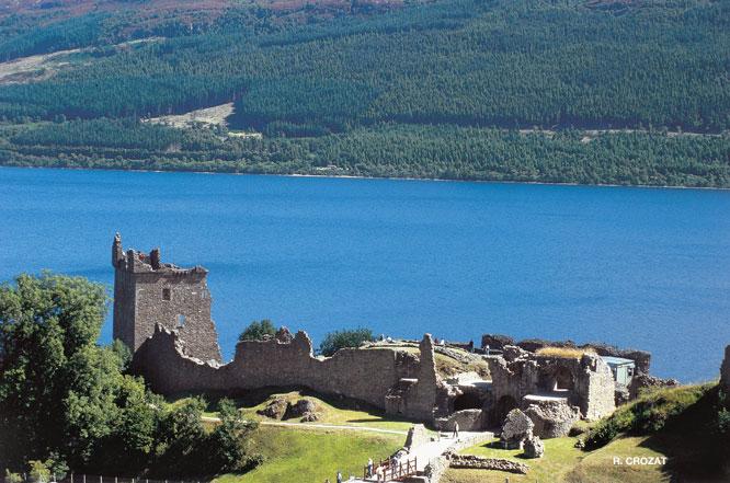 Urqhart Castle Loch ness