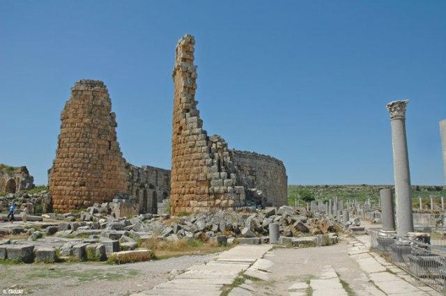 Ruines-Perge-R.-Crozat.jpg